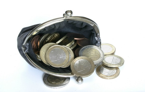 Wallet with Euros, par Nino Barbieri (Wikimedia Commons)