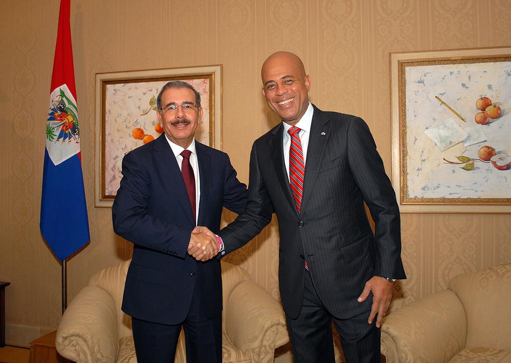 Danilo Medina et Michel Martelly. Crédit photo: https://www.holapolitica.com/