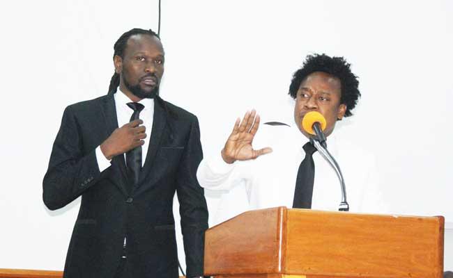 Sénateur Antonio Cheramy et député Garcia Delva en altercation au parlement : © http://news.anmwe.com/